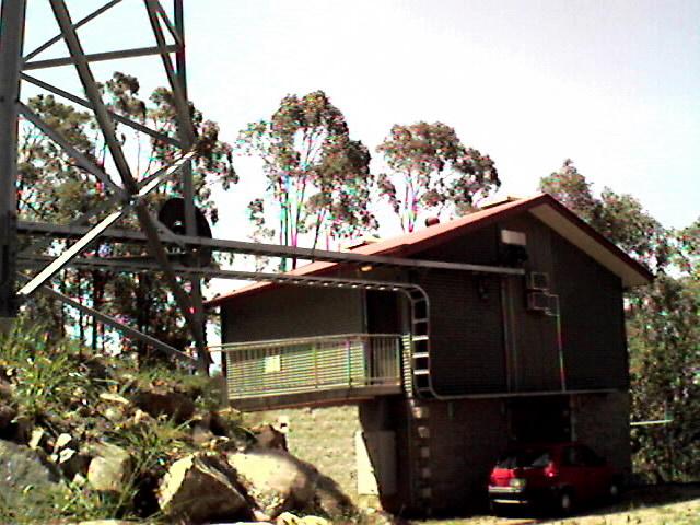 山頂付近のFM電波送信サイト